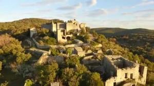 Château d'Allègre, un village de chevaliers.